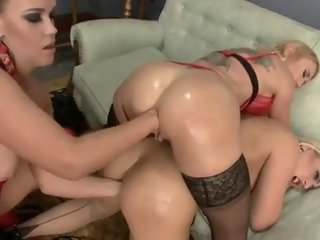 Three girls fisting, gaping and more fun